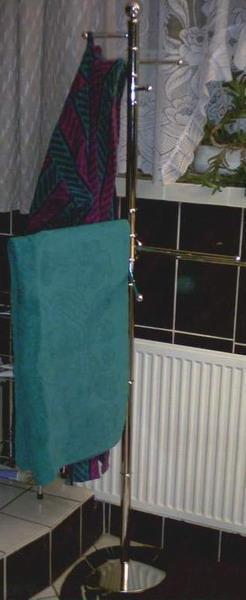 T011 Stojak na ręczniki i ubranie metal/chrom_1